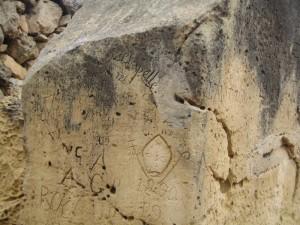 Автографы XIX века на камнях древнего храма