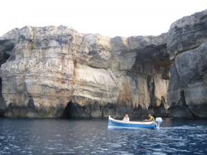 По дороге в таинственные пещеры