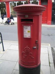 Интересно, когда установили этот почтовый столб. Может быть, во времена Генриха VIII?