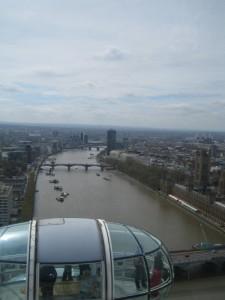 "Вид на Лондон и капсулу ""Глаза"""