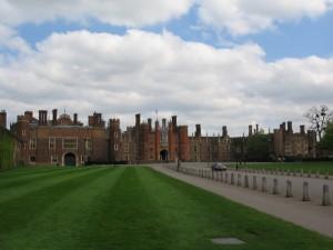 Дворец Хэмптон Корт: подарок Генриху VIII
