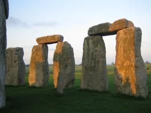 Камни-близнецы в круге Стоунхенджа