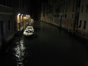 Канал сверкнул черным оскалом....