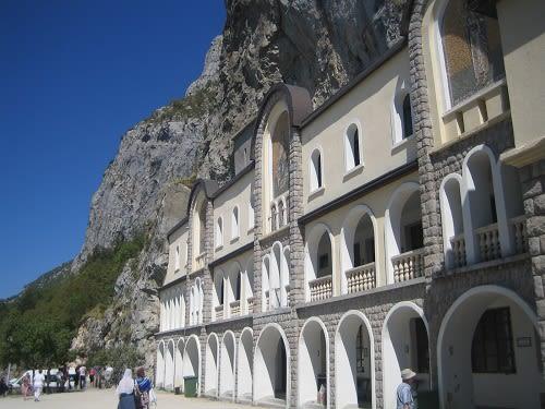 Монастырь Острог в Черногории: верхний монастырь