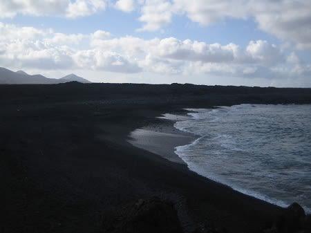 Пляжи с черным песком на Лансароте